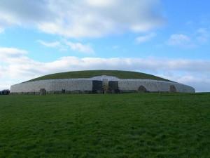 Newgrange (Credit: Wikicommons)